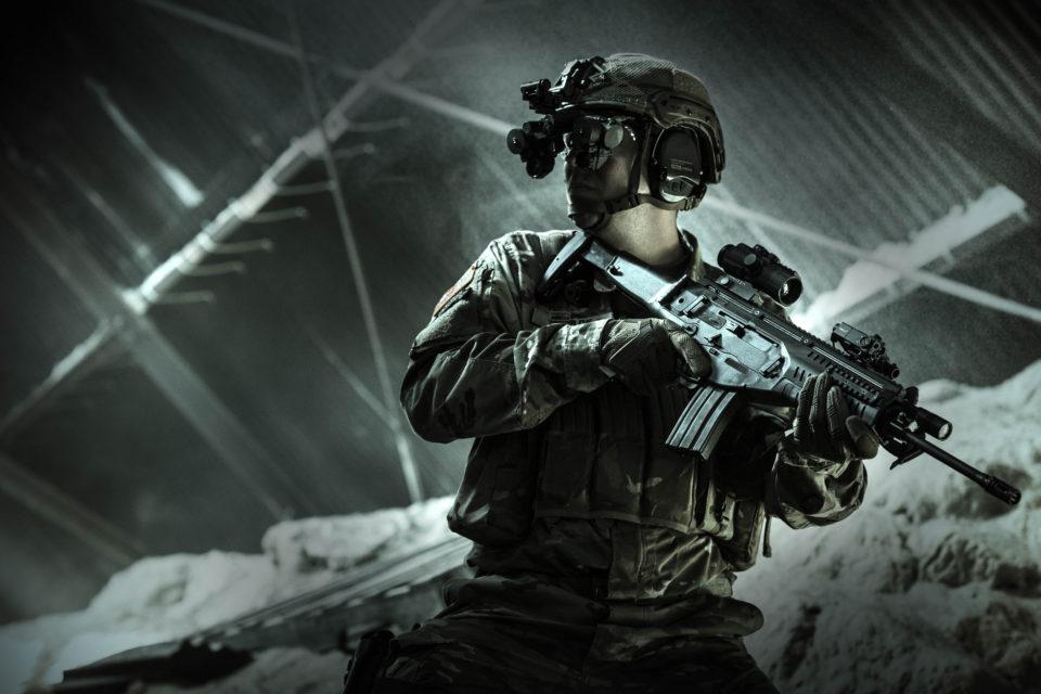 Żołnierz przyszłości z Beretta i Night Vision Goggles